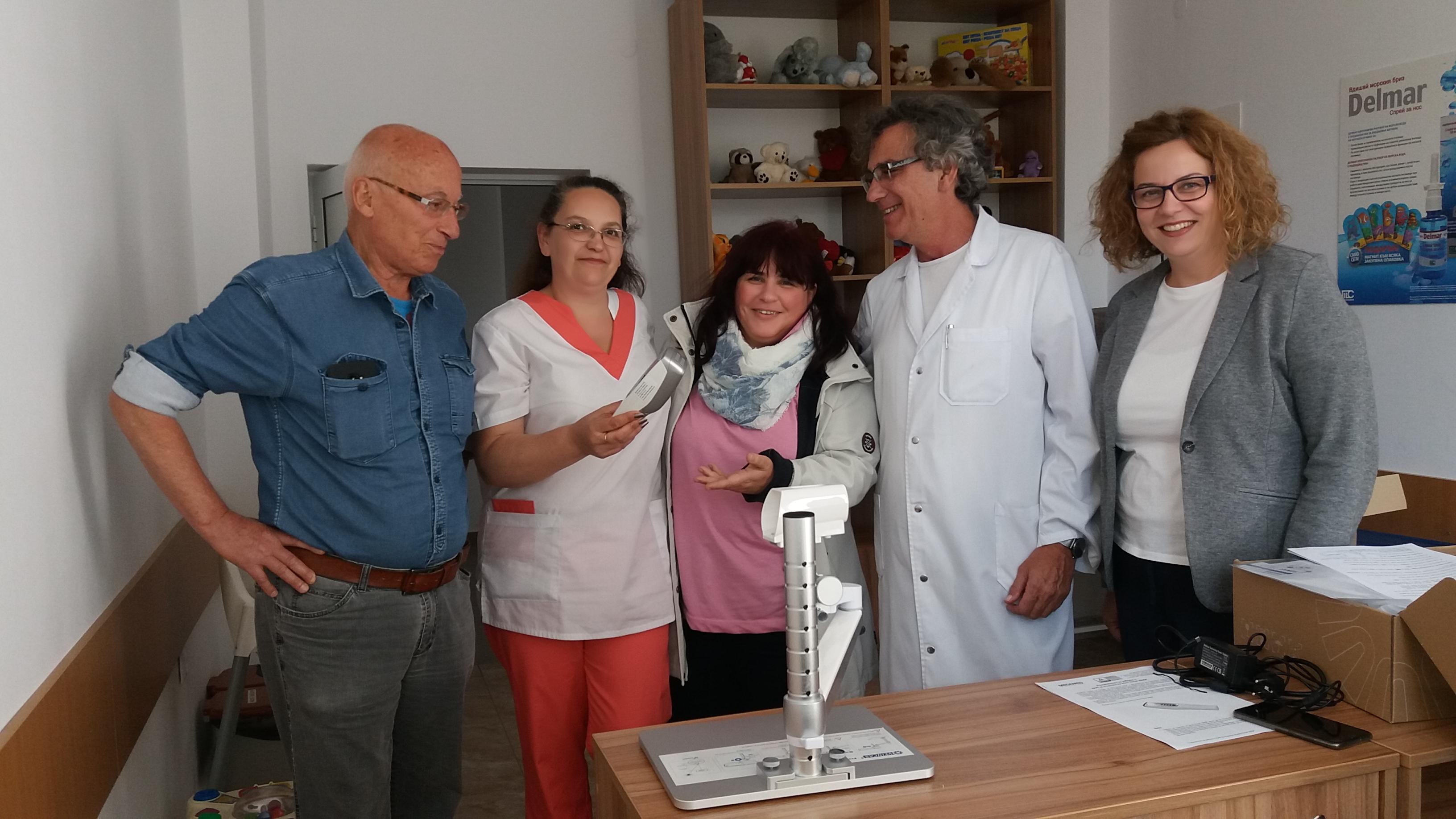 """Смолянската фирма """"ЕМЕ"""" дари на Детско отделение апарат за лесно и безболезнено откриване на вени"""