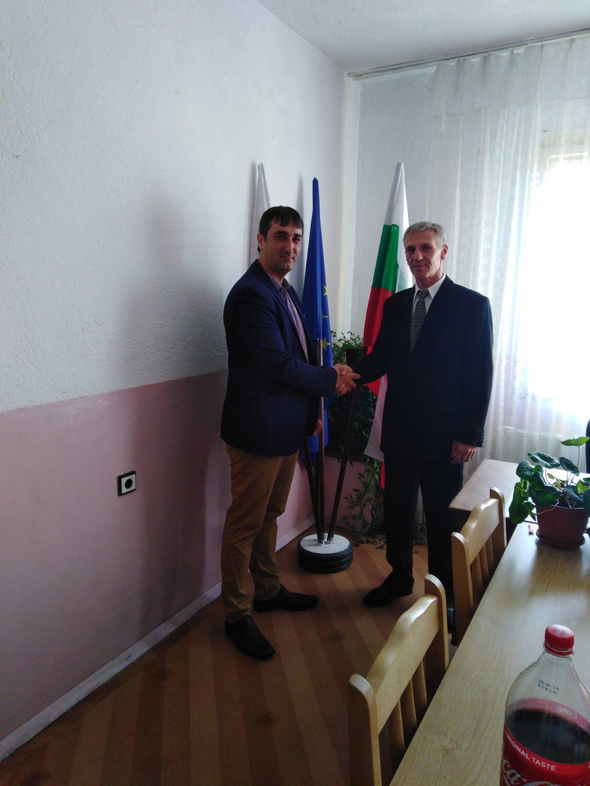 С пита и мед посрещнаха новия кмет на село Късак … Снимки