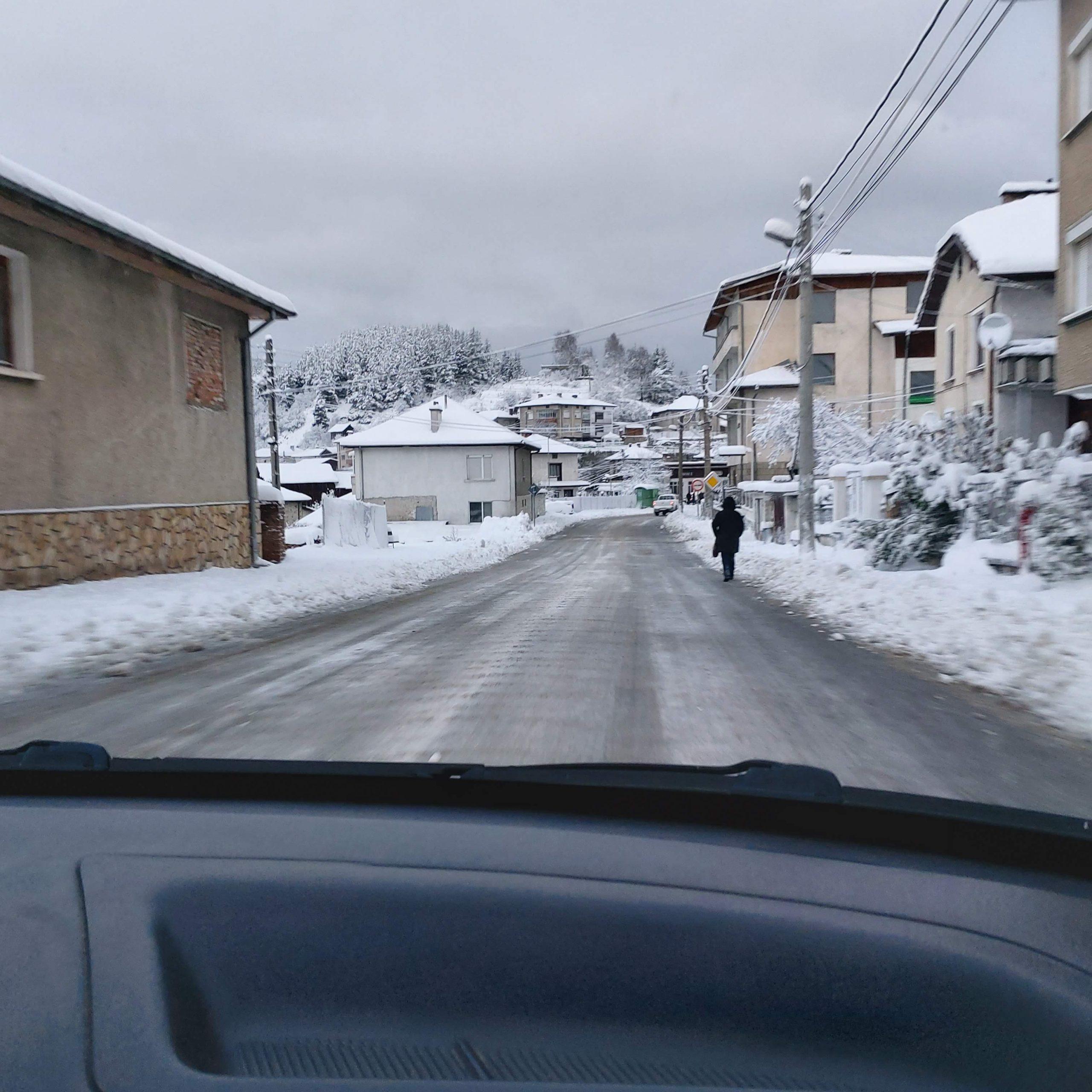 С над 20 см. сняг осъмна Община Доспат … пътищата се почистват и опесъчават