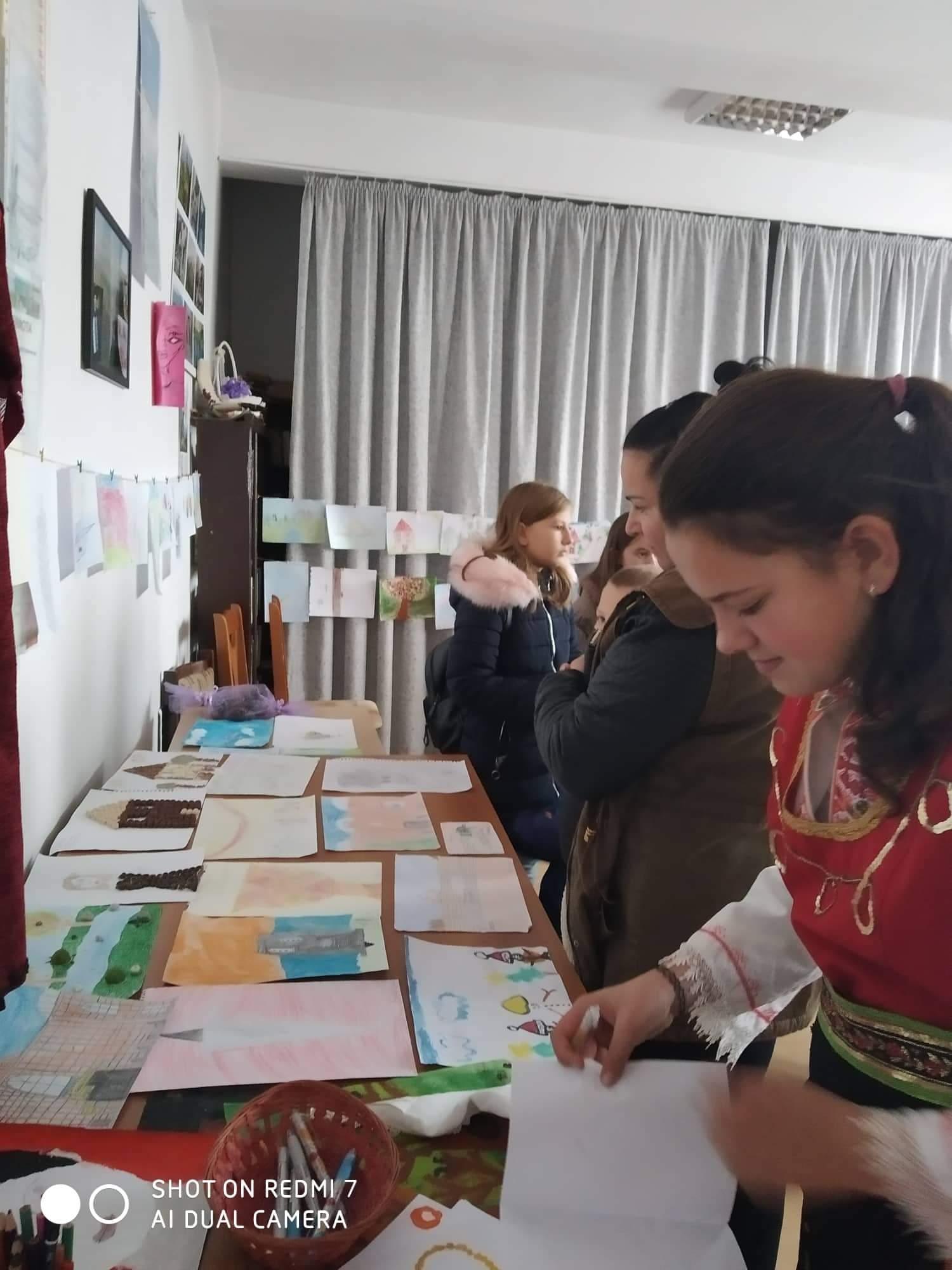В с. Любча направиха изложба на рисунки на ученици