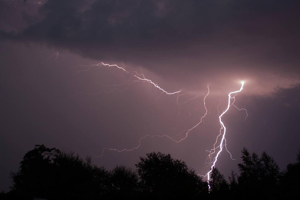 EVN България със съвети за безопасност при гръмотевични бури
